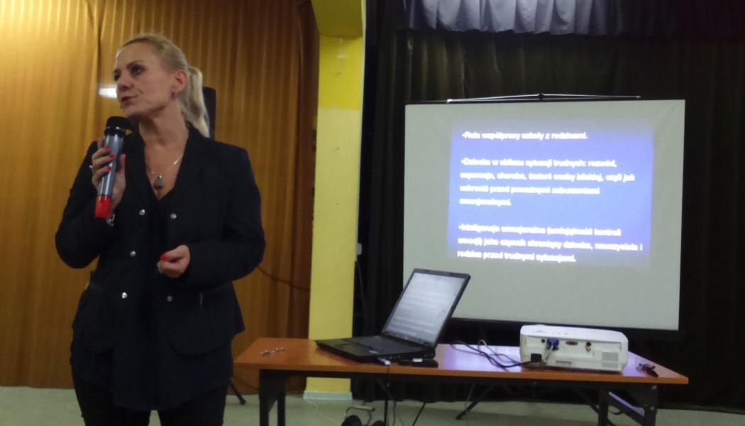 Bezpłatne szkolenia ikonsultacje dla rodziców inauczycieli