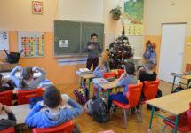 Język migowy dla najmłodszych uczniów – innowacja pedagogiczna wSzkole Podstawowej wWięcławicach Starych