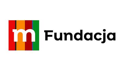 mała litera m nakolorowym tle - znak graficzny mBanku aobok napis Fundacja